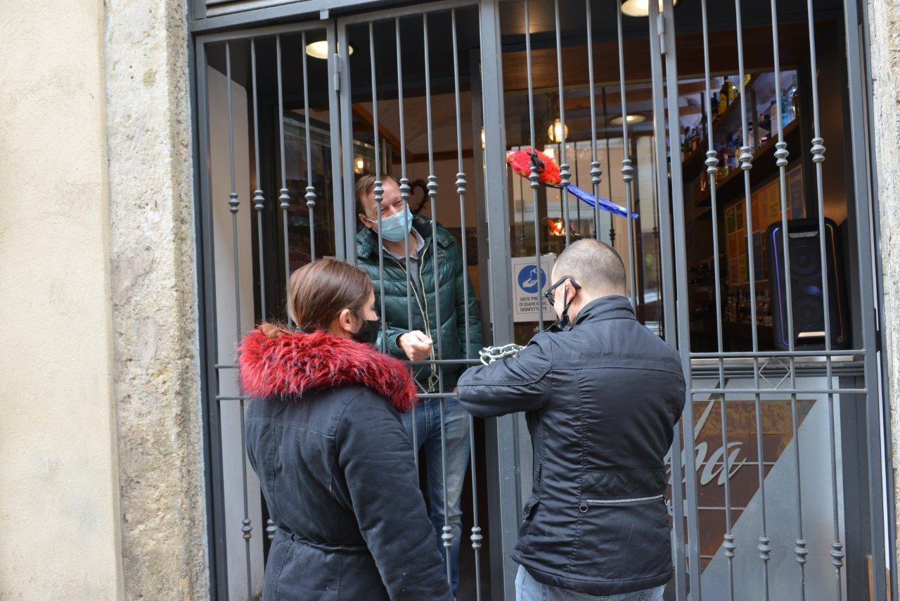 """ANDREA SPADONI, AVANTI CON LA PROTESTA """"IO VIVO DENTRO"""": E' AL 6° GIORNO DI SCIOPERO DELLA FAME"""