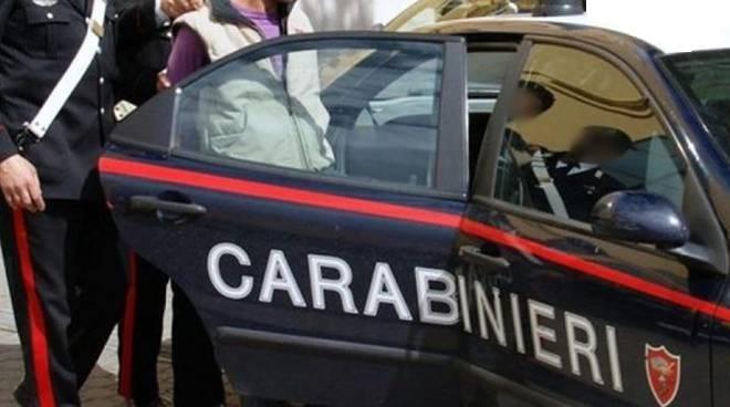 ALBANESI CLANDESTINI SORPRESI A RUBARE SI DANNO ALLA FUGA: INDIVIDUATI DAI CARABINIERI