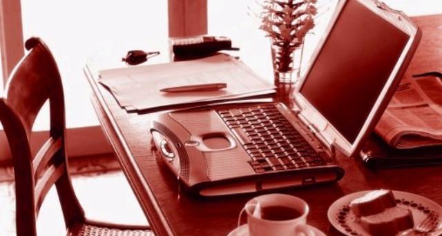 Covid, il lavoro da casa ha allungato l'orario a 40% degli impiegati