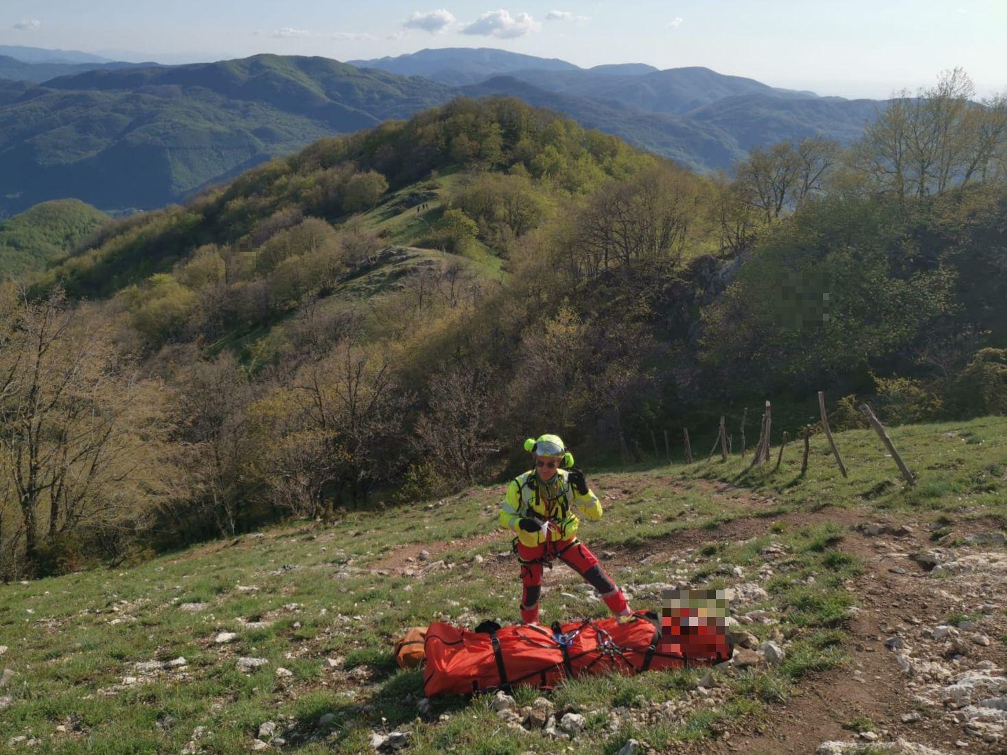 Monte Navegna: escursionista con problemi cardiaci recuperato in eliambulanza dal Soccorso Alpino
